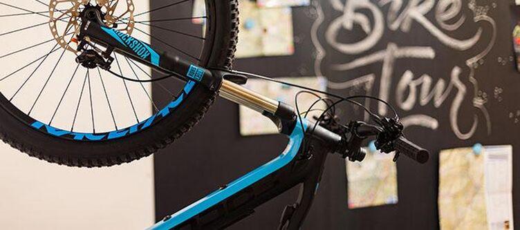Goldenekrone Garage Rad2
