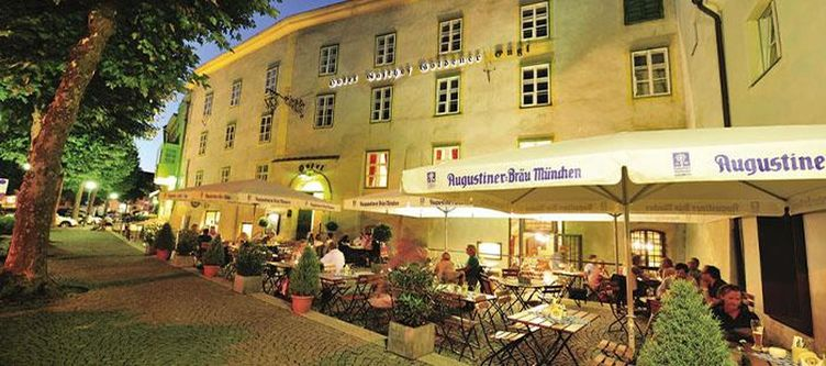 Goldenerengl Gastgarten Abend3