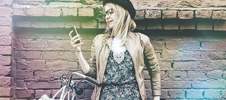 Green4rent Frau Mit Smartphone
