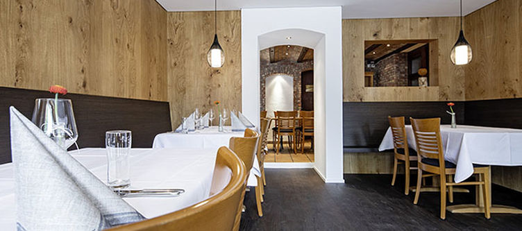 Greina Restaurant7