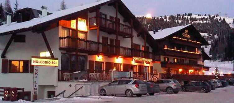 Grizzly Hotel Winter Abend