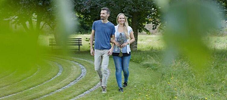 Gurk Paar Spaziergang