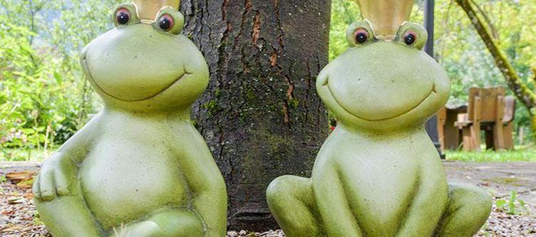 Gutshof Garten Deko Froesche