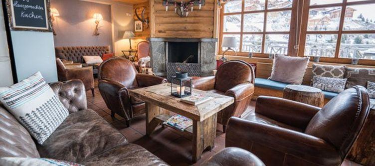 Hamilton Lounge3