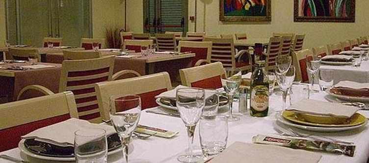 Hie Parma Restaurant