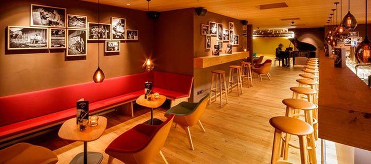Hirschen Bar2 1