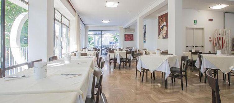 Hollywood Restaurant2