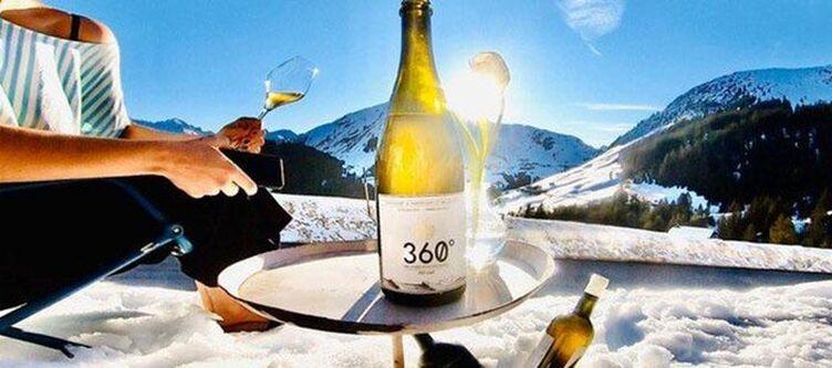 Holzgauerhaus Winter Wein