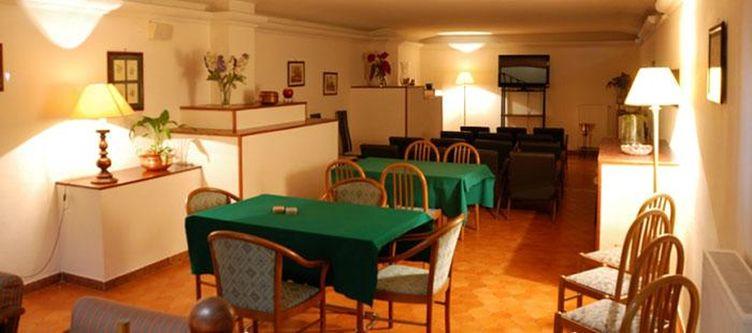 Iris Lounge2