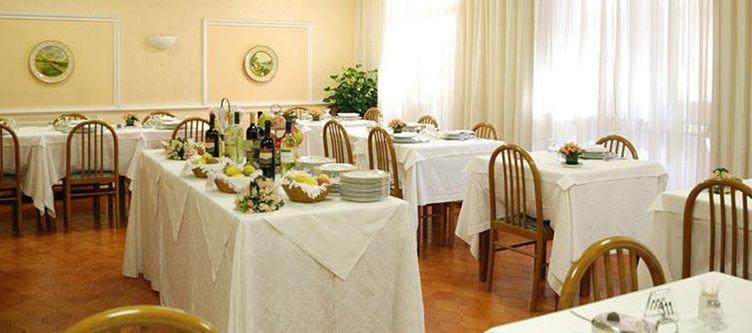 Iris Restaurant3