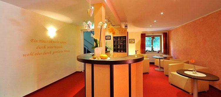 Isabella Lounge2