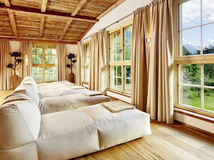 Jagdhof Spa Chalet Ruheraum Panorama Relax Sommer 1