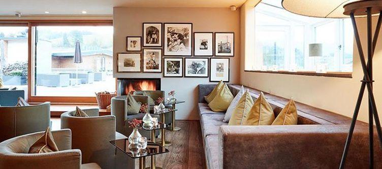 Lodge Lounge3