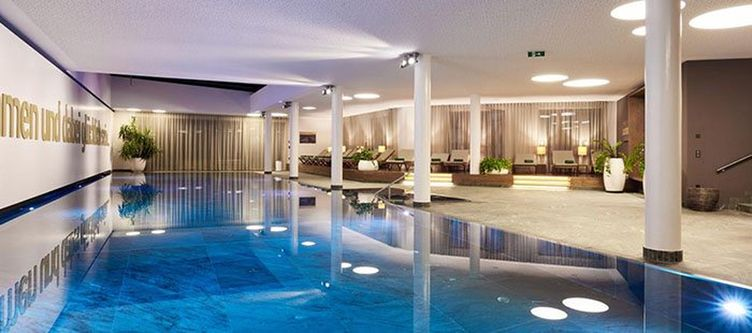 Lodge Wellness Hallenbad2