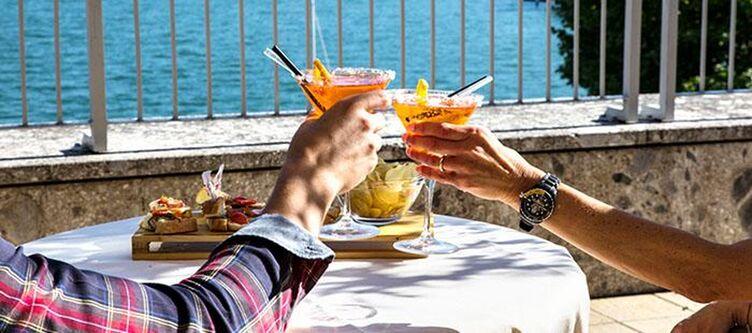 Lovere Cocktail Auf Terrasse