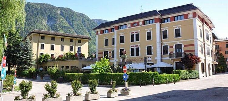 Male Hotel2