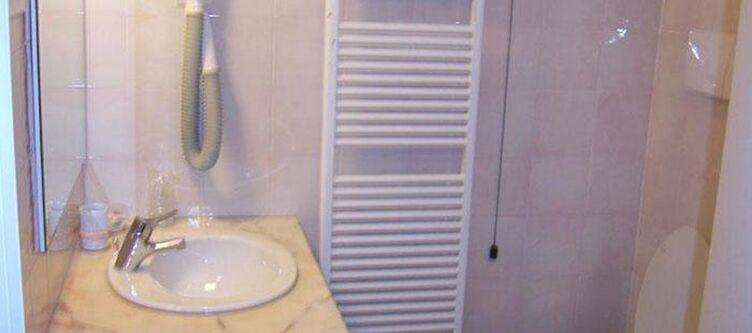 Montenerone Zimmer Bad3