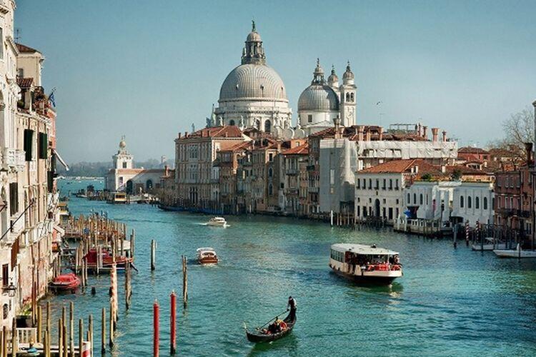 Muc Ven 9t Grand Canal Und Basilica Santa Maria Della Salute Venedig