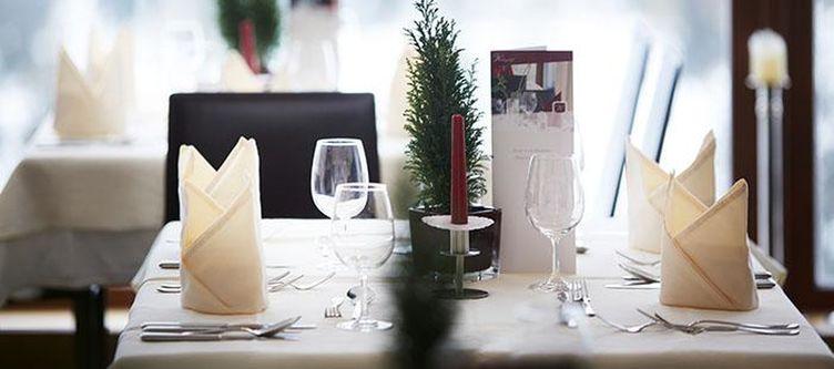 Neubergerhof Restaurant Gedeck2