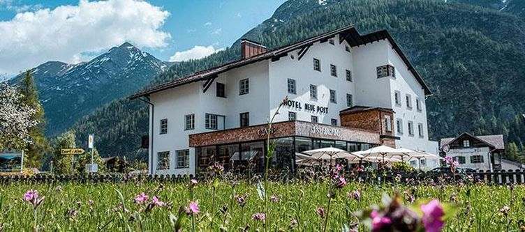 Neuepost Hotel