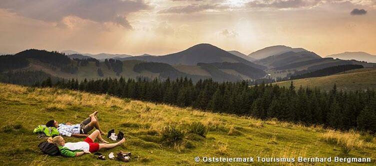Oststeiermark Wanderpause Auf Der Alm