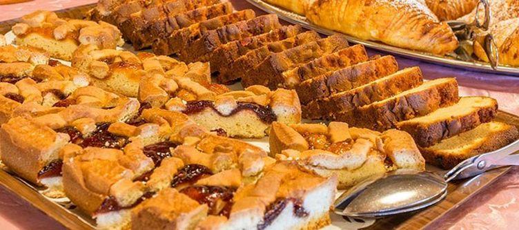 Panorama Fruehstuecksbuffet Kuchen