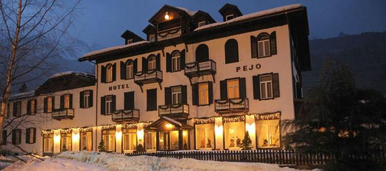 Pejo Hotel Winter Abend2