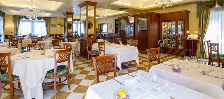 Pini Restaurant6