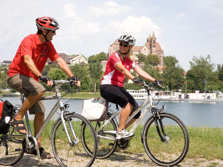 Radfahrer Am Rhein Bei Breisach