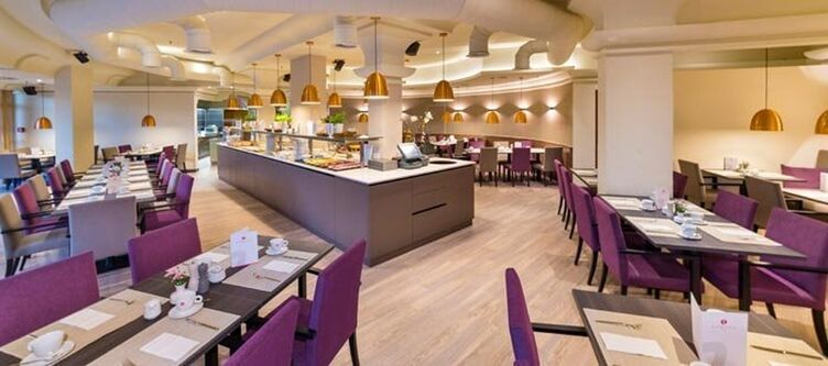 Ramada Restaurant2