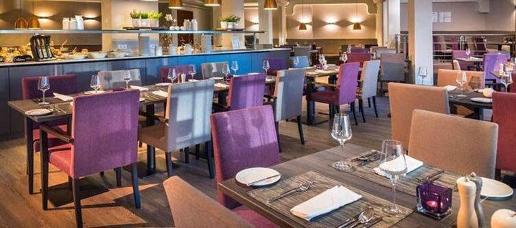 Ramada Restaurant3