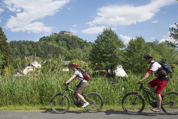 Region Villach Tourismus Lik Fotoakademie Martin Jordan E Bike Burg Landskron