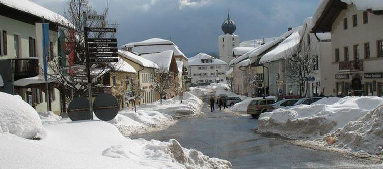 Roesslwirt Lam Im Winter