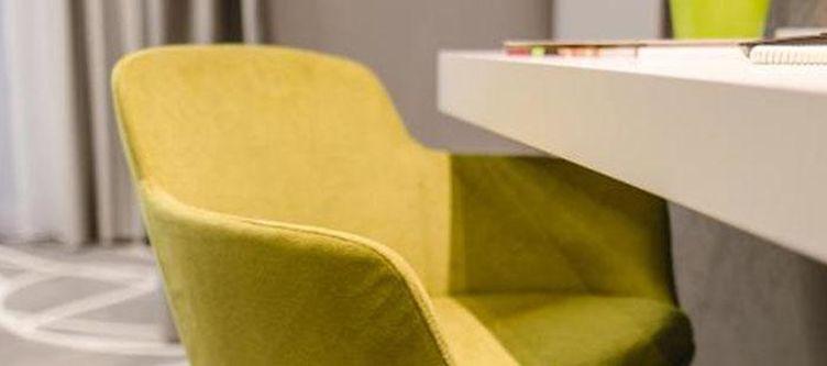 Sachsenross Zimmer Juniorsuite Deluxe Stuhl