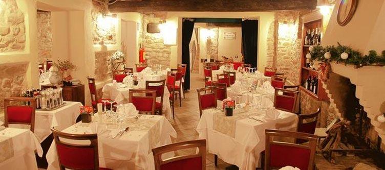 Salute Restaurant3