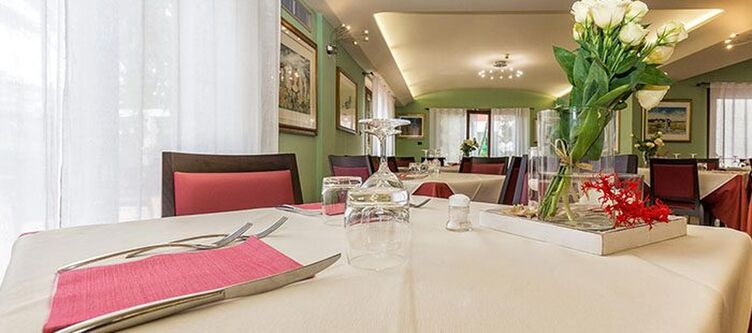 Santamaria Restaurant2
