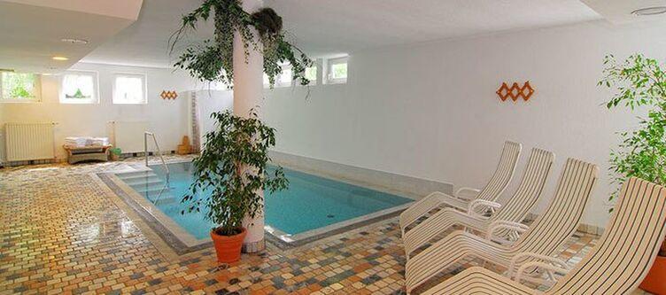 Santes Wellness Hallenbad2