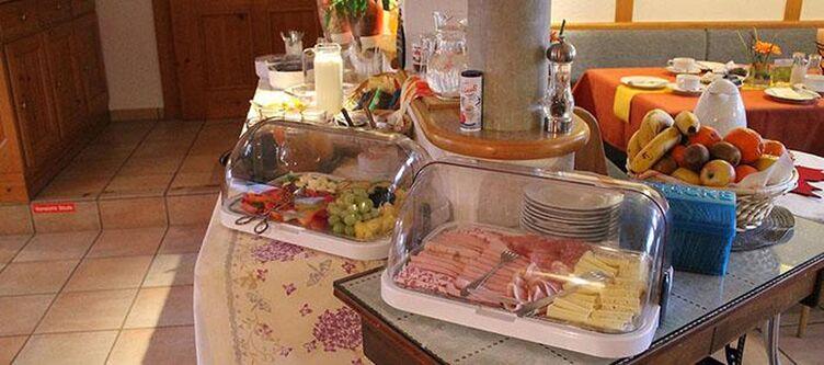 Schlossblick Fruehstuecksbuffet2