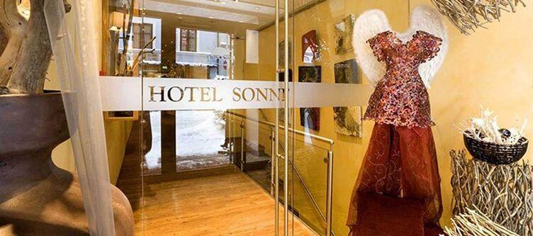 Sonne Hotel Eingang