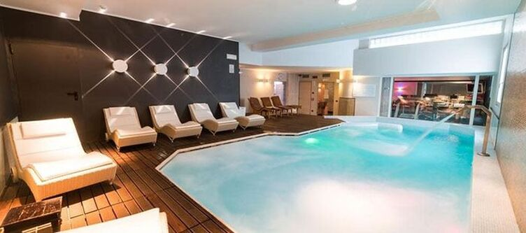 Spinale Wellness Hallenbad