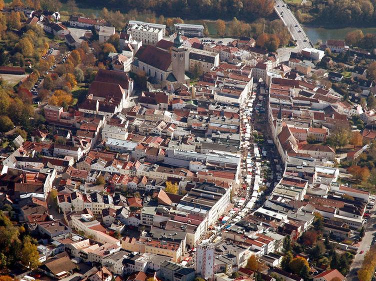 Stadtplatz Rainer Schratt 2004