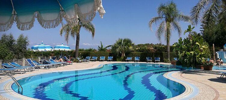 Tonicello Pool