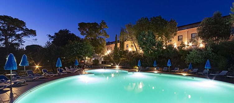 Toscana Pool Abend2
