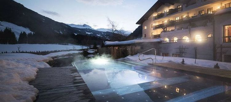 Tyrol Hotel Winter Abend3