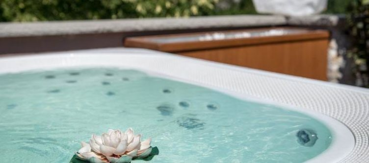 Verda Wellness Whirlpool