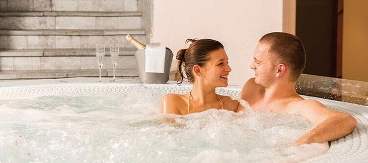 Wallgau Wellness Whirlpool2