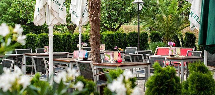 Weisses Roessl Garten Terrasse