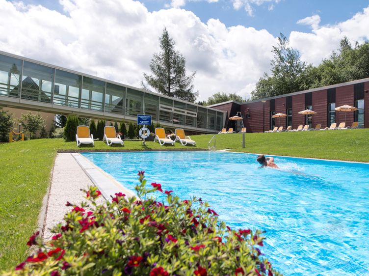 Whs Aussen Pool 1
