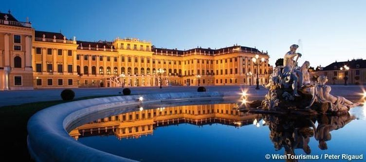 Wien Schloss Schoenbrunn Am Abend