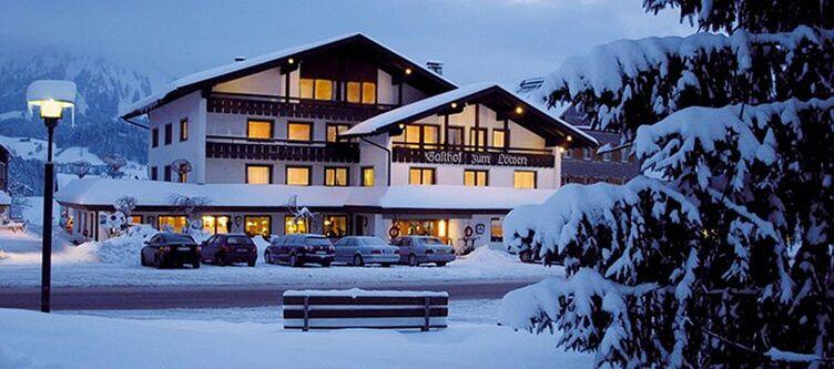 Zumloewen Hotel Winter Abend2